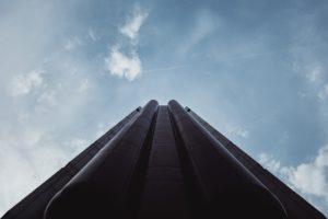 Gestión de edificios inteligentes mediante entornos de Realidad Extendida e interfaces multimodales