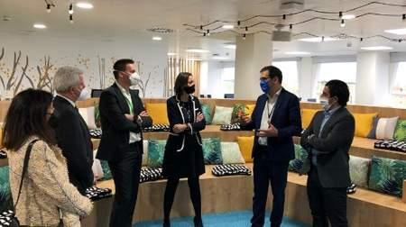 La Ministra de Industria visita a Schneider Electric para conocer su apuesta por Madrid Hub Digital y la digitalización de las empresas